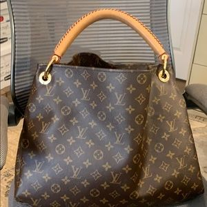 Gently Used Louis Vuitton Artsy MM